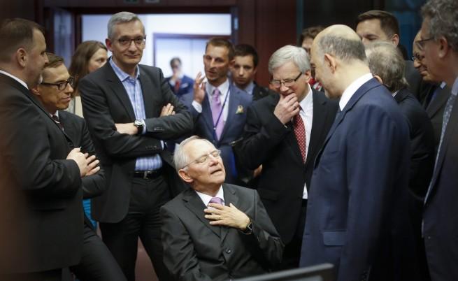 Германският финансов министър Волфганг Шойбле с колеги на срещата