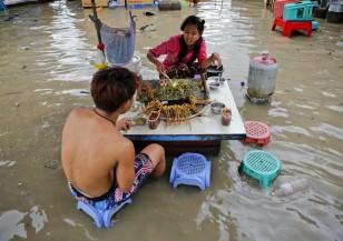 Пожари в Калифорния, наводнения в Мианмар