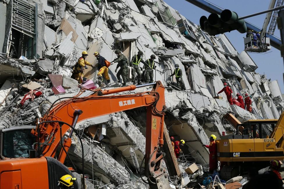 - Силно земетресение с магнитуд 6,4 разтърси южната част на Тайван на 6 февруари.