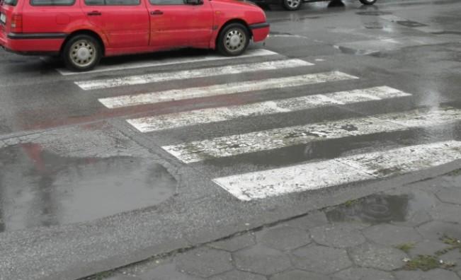 Кола блъсна и уби жена на пешеходна пътека