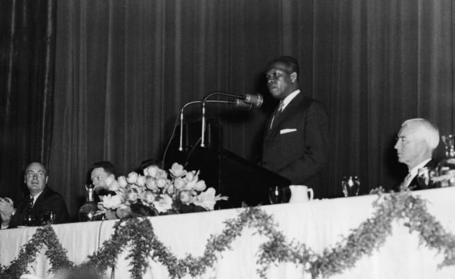 Нелсън Мандела държи реч в началото на 60-те години на миналия век
