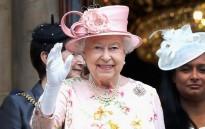 Кралица Елизабет засенчи благородническа булка на собствената й сватба