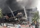 Не могат да укротят пожар в Бангладеш, разраства се