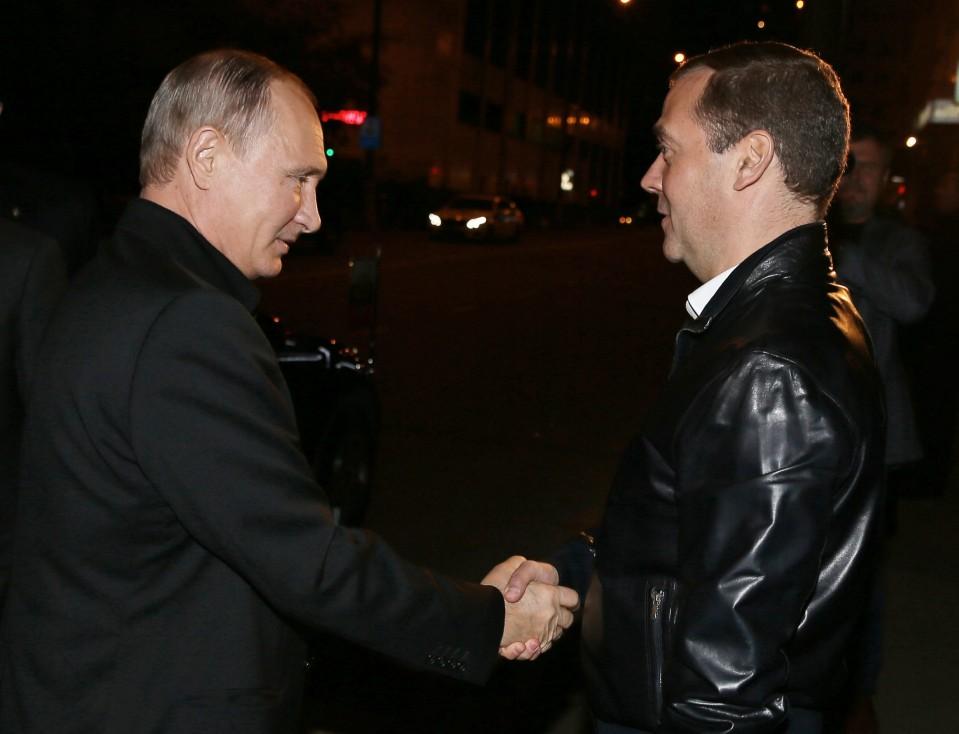 """- Партия """"Единна Русия"""" е напът да вземе 2/3 от мнозинството в Руската дума. Президентът Владимир Путин и премиерът Дмитрий Медведев се поздравиха за..."""