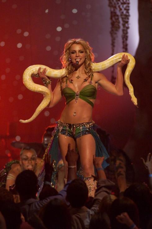 """- Американската поп певица Бритни Спиърсе известна със своето пластично и добре изглеждащо тяло. Още от времето на """"Клубът на Мики Маус"""", певицата..."""