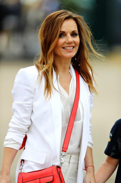 """- Гери Халиуел от женската група """"Спайс гърлс"""" обяви, че е бременна на 44-годишна възраст. Тя и съпругът и Кристиан Хорнер обявиха щастливата вест в..."""