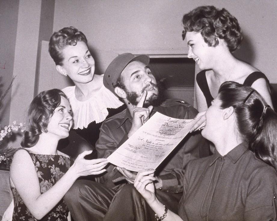 - Личният живот на Фидел Кастро, бащата на Кубинската революция, винаги е пораждал интерес. Tой е известен с това, че е успял да очарова доста дами.