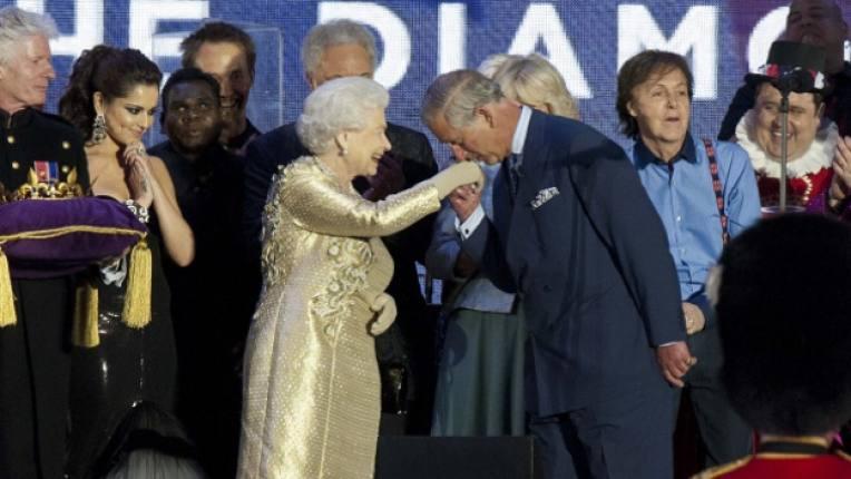 принц Чарлз кралица Елизабет мил жест