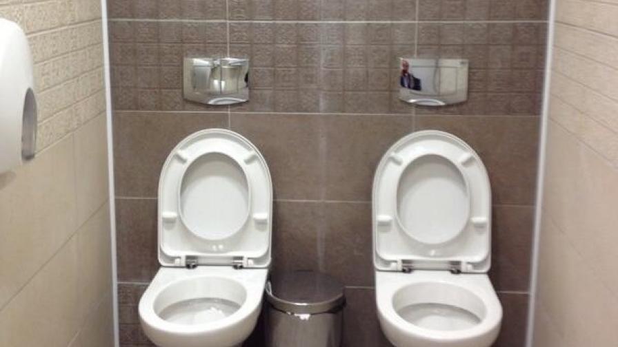 Снимката на мъжката тоалетна в Олимпийския център по биатлон в Сочи