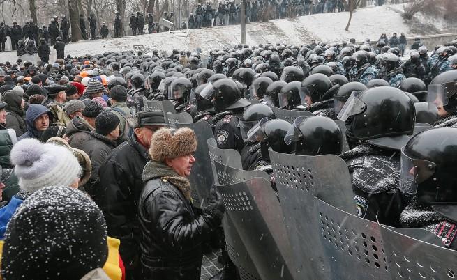 Властите в Украйна са задържали 50 протестиращи