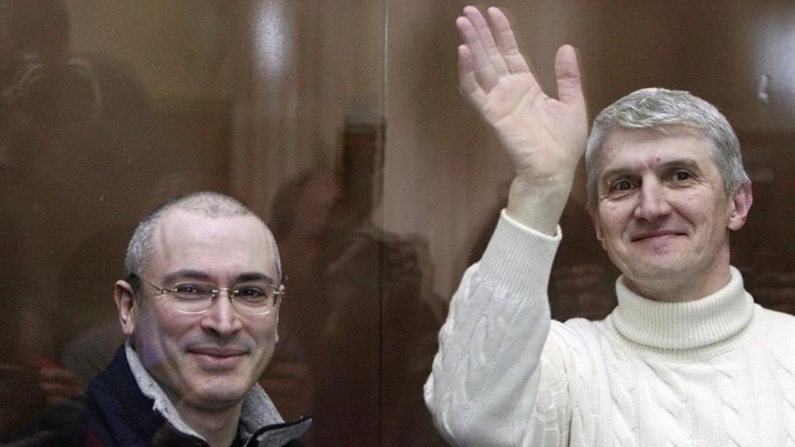 Михаил Ходорковски (вляво) и Платон Лебедев през март 2009 г.