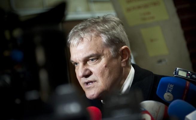 Р. Петков: Всеотдайна прегръдка на Пеевски и ръководството на БСП
