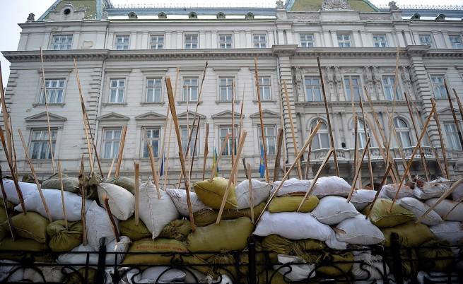 В Украйна щурмуват сгради на местни и правителствени власти