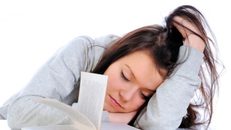 сън момиче книга учебник умора