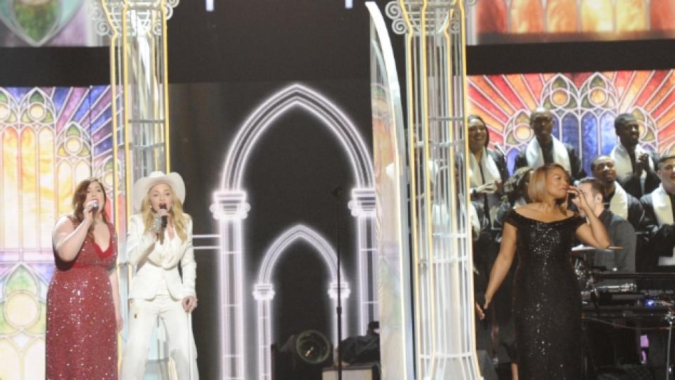 "Мадона, Куин Латифа и Мери Ламбърт на сцената на наградите ""Грами"""
