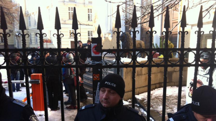 Окупаторите на СУ правят среща за нов курс към оставка