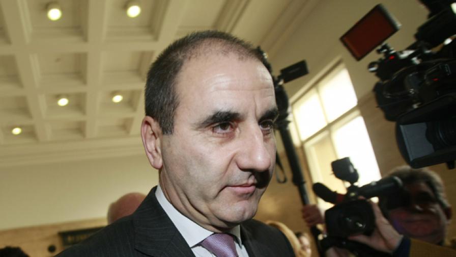 Акциите на Цветанов струват на България над 190 000 евро