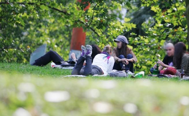 Проучване: 67% от младежите не правят нищо, 29% – искат да емигрират