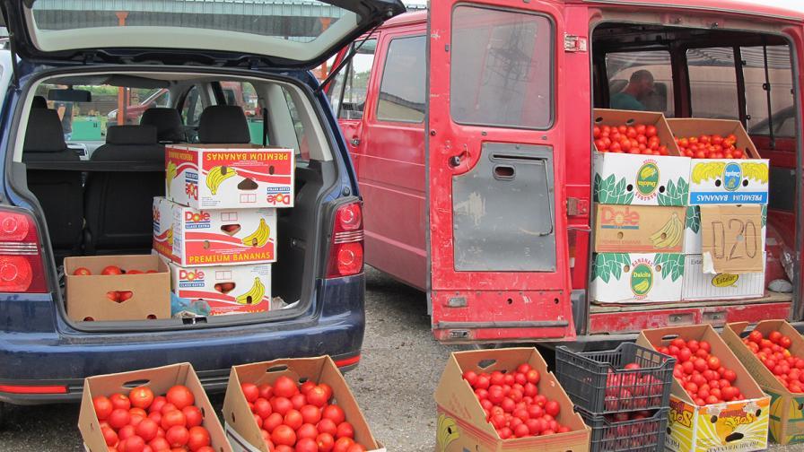 Цените на храните на едро паднали с 6% за година