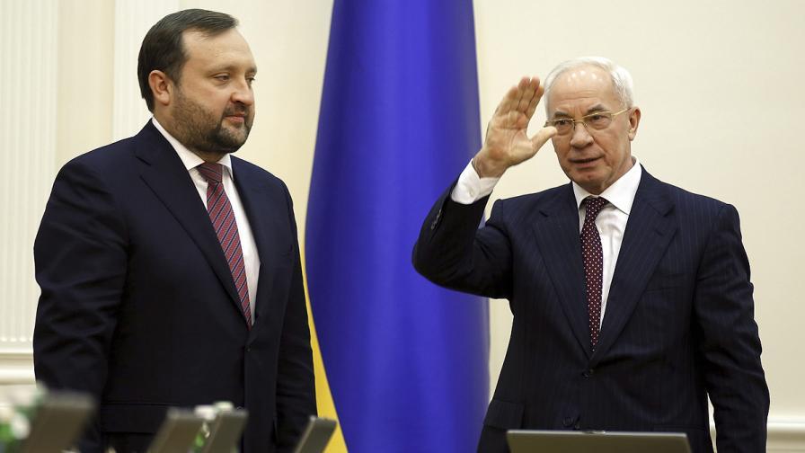 Сергей Арбузов (вляво) и Микола Азаров