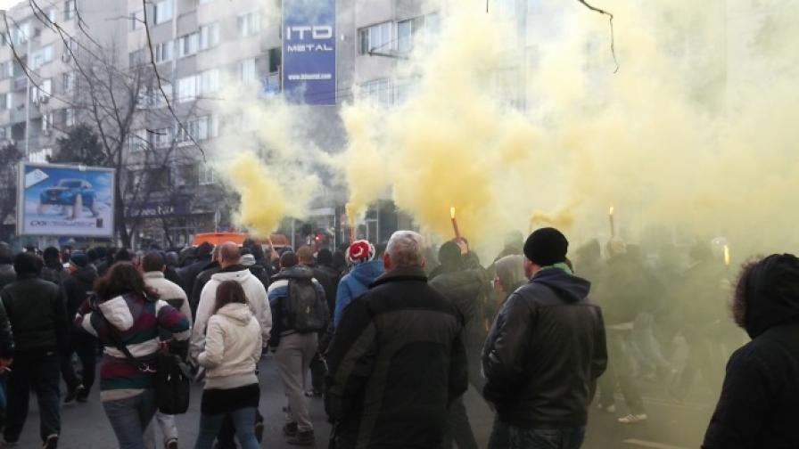 Бомбички и блокада на булевард в Пловдив