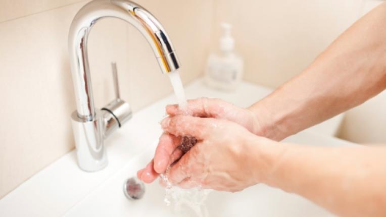 чешма ръце миене мивка