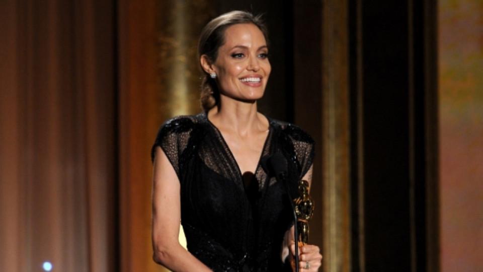 """В момента актрисата прекарва времето си основно в Австралия, където режисира новия си филм """"Unbroken"""""""