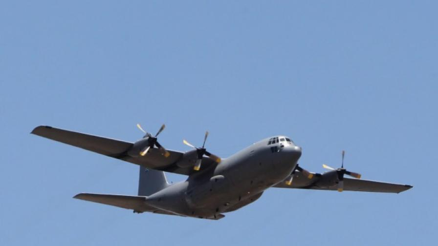 Алжирски военен самолет се разби, един оцелял