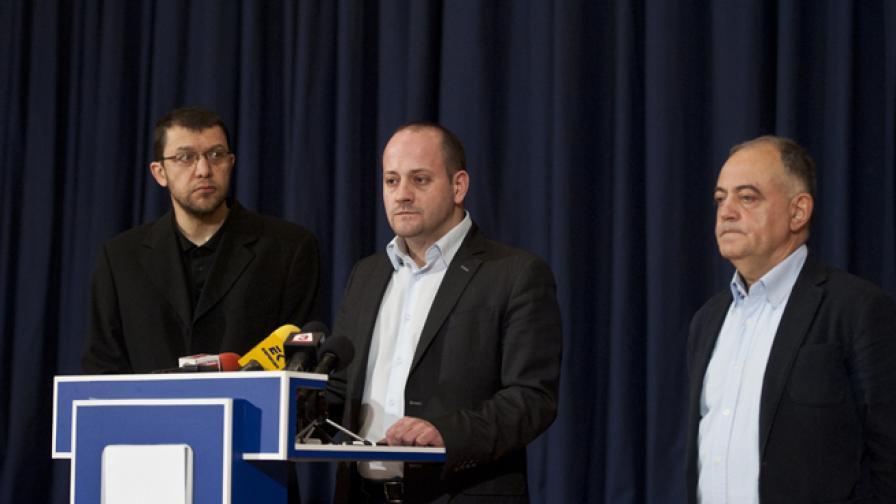 "Йонко Грозев, Радан Кънев и Атанас Атанасов представиха позицията на Реформаторския блок по казуса ""Цветанов–Пеевски–Цацаров"""