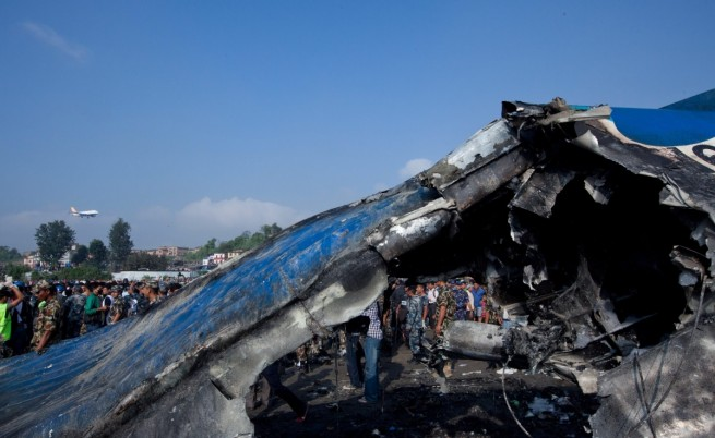 18 души загинаха в самолетна катастрофа в Непал