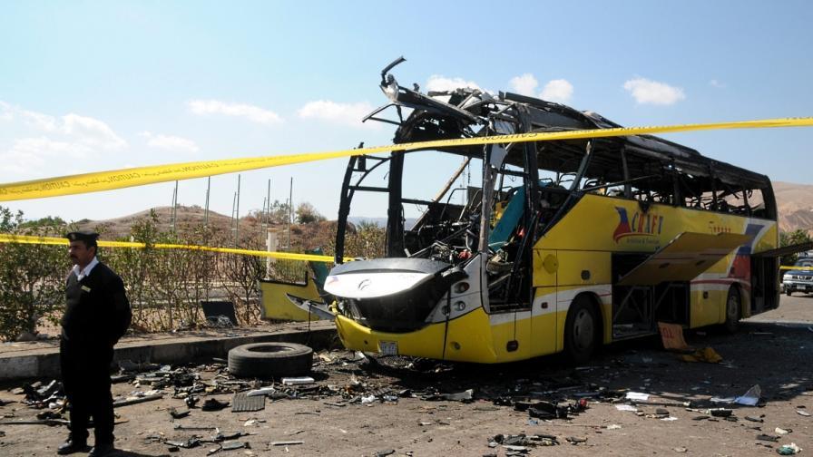 Взривеният туристически автобус