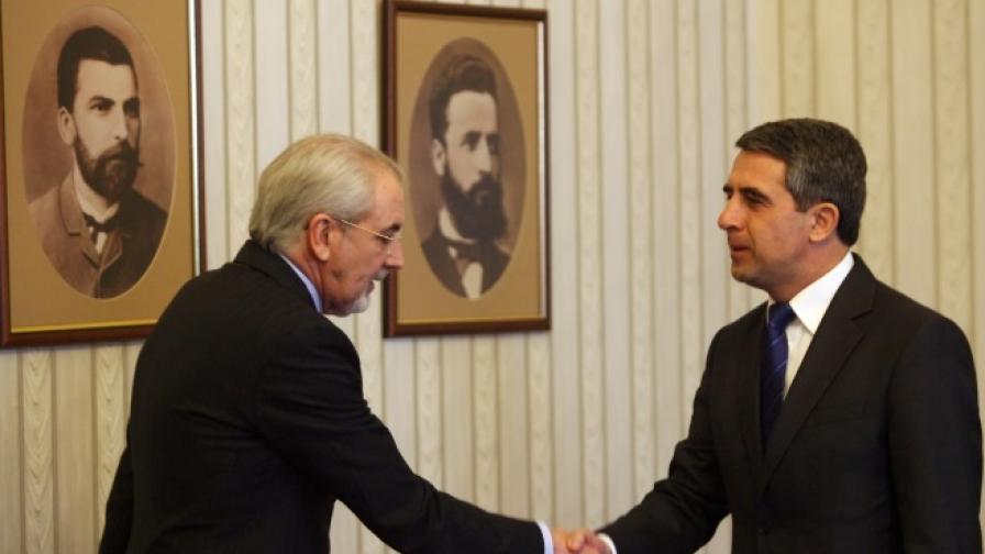 Президентът Плевнелиев и лидерът на ДПС Лютви Местан в началото на срещата им днес