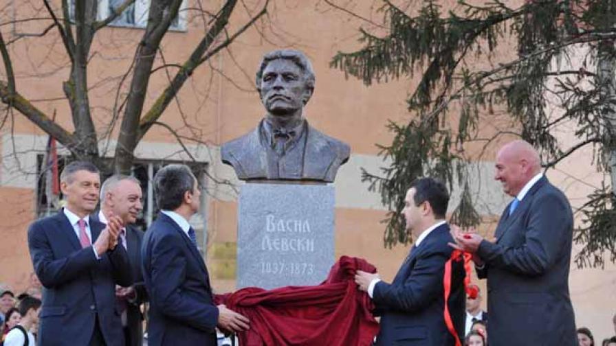 Орешарски откри паметник на Левски в Сърбия