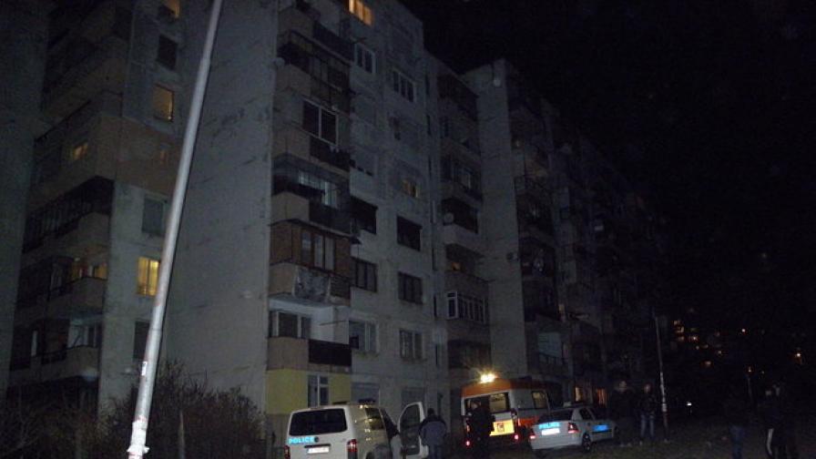 24-годишно е момичето, открито мъртво пред блок в Благоевград