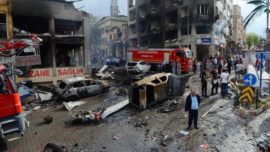 Мощен взрив уби 20 души на сирийски ГКПП на границата с Турция