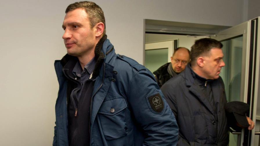 Украинските опозиционни лидери: Виталий Кличко, Олег Тягнибок и Арсений Яценюк