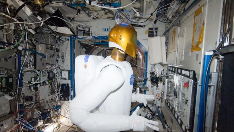 """Обучават """"Робонавт 2"""" за космически доктор"""