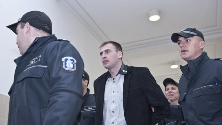 Осъдиха Енимехмедов на 3,5 г. затвор и 7,5 хил. лв. глоба