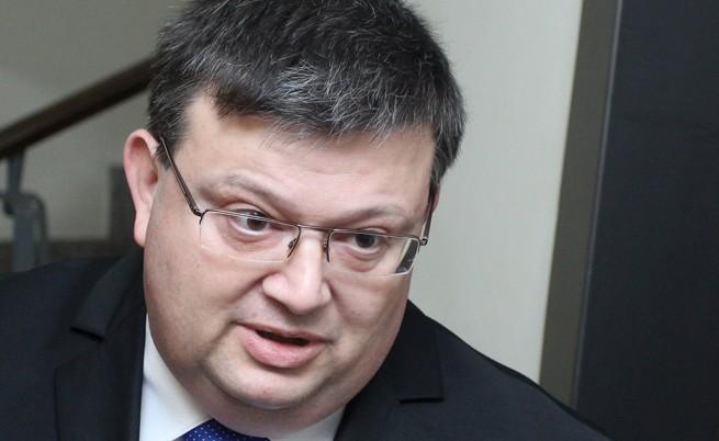 Цацаров нареди данъчни ревизии на Пеевски, Бареков и Василев