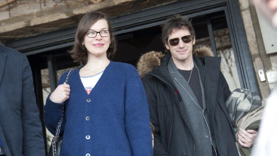 И Мила Йовович пристигна в София