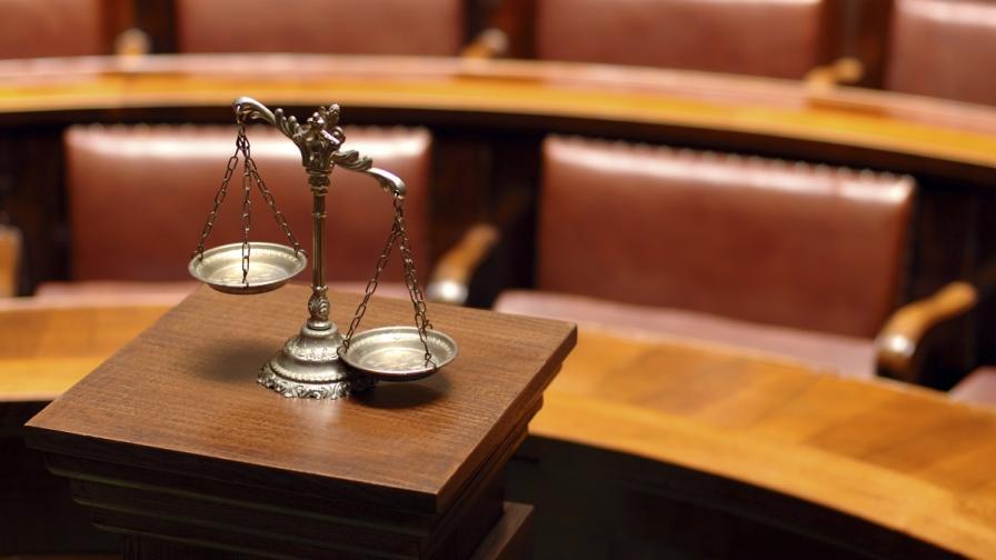 Конституционният съд образува дело за указа на Плевнелиев за ЦИК