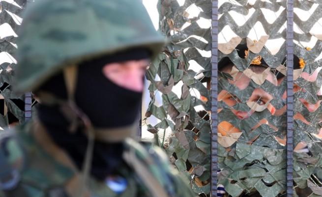Проруски войници в Крим стреляха предупредително във въздуха