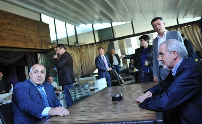Борисов и Местан на кафе в Кърджали