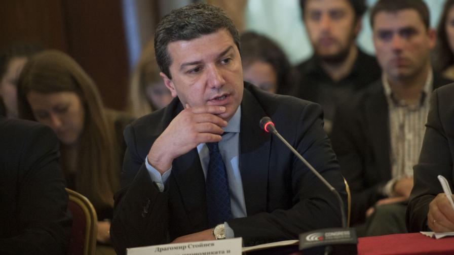 Министър Стойнев: НЕК още чака пари от ЕРП-тата