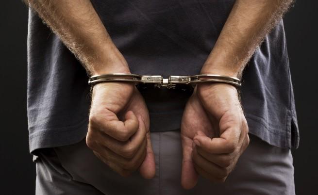 Полицаите, обвинени в рекет, остават в ареста