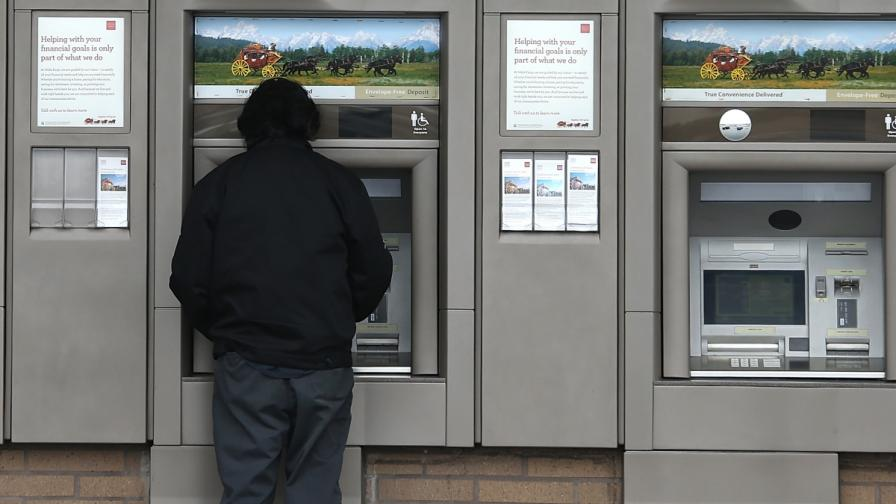 И в Канада: Арест за българи, източвали банкови карти