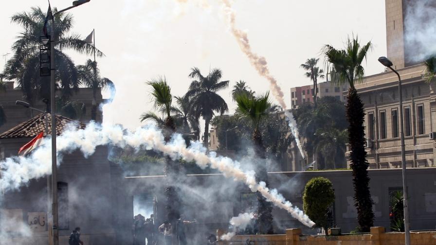 Журналистка и още двама души загинаха при сблъсъци в Кайро