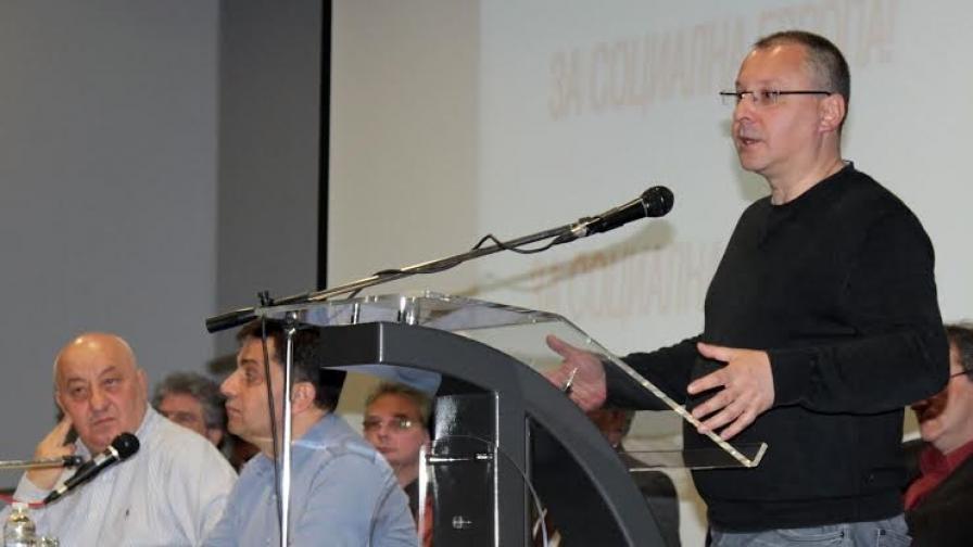 Станишев: Политически разговори не се водят по кафенета