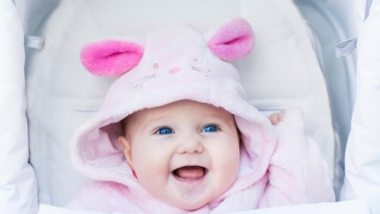 бебе бебешка количка дете усмивка
