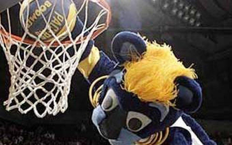 Фен даде под съд талисман на отбор от НБА